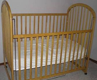 drop-side-baby-crib-21676484